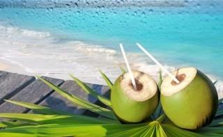 Có nên uống nước dừa vào buổi sáng không?